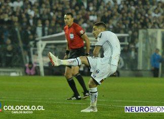 Carlos Carmona aprovechó un rebote de Cassio y decretó el 1 a 0 para los albos. Foto: Carlos Succo / Colo Colo